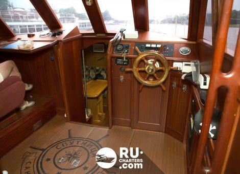 Аренда парусной яхты в Спб «Спутница»