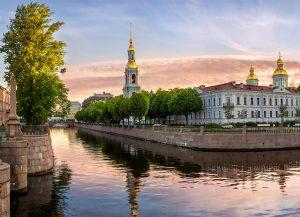 Что нужно знать, прежде чем снять катер в СПб?