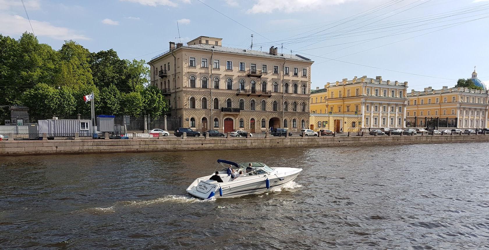 Снять катер в СПб недорого по звонку