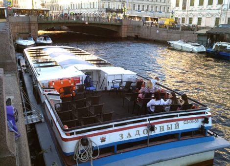 «Задорный» Аренда теплохода в СПб