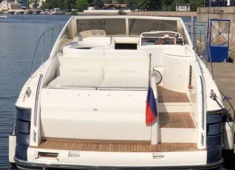 Аренда моторной яхты Princess V42 В Санкт Петербурге