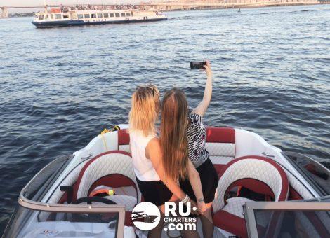 «Стремительный» Аренда катера в СПб