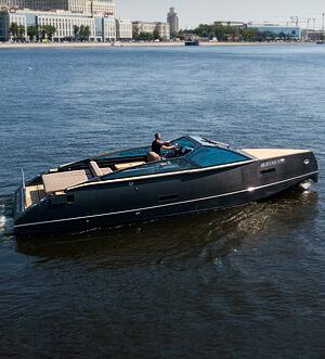 Аренда катера Black Cruiser 33 в Санкт Петербурге
